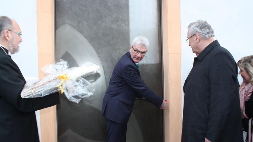 Dem CSU-Bundestagsabgeordnete Artur Auernhammer oblag die Ehre, die Klosterpforte