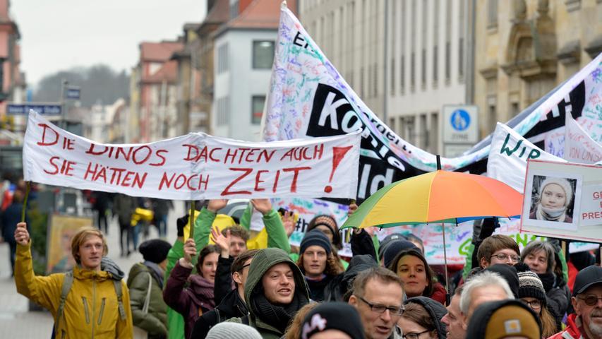 Fridays For Future in Erlangen: Plakate und Statements für mehr Klimaschutz