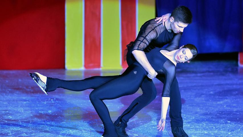 ESC Hoechstadt, Gala on Ice, Zirkus on Ice .Bilder: Helmut Hollfelder Foto: Helmut Hollfelder MOtiv: Eisgala Zirkus on ice 2019 Höchstadt