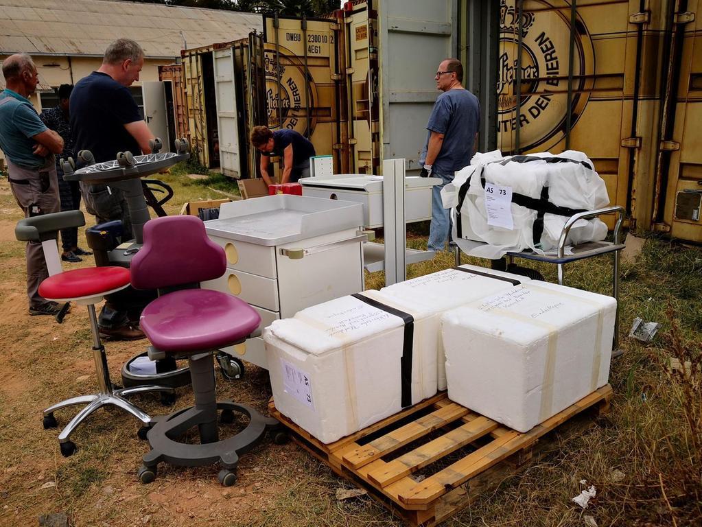 Gebrauchte medizinische Geräte für Diagnostik und Therapie wurden inzwischen nach Asmara gebracht.