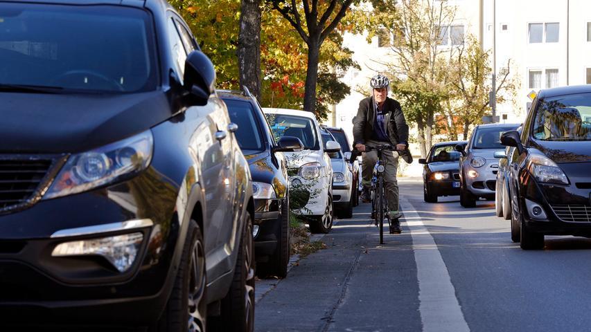 2017 haben die Nürnberger 23 Prozent ihrer Wege zu Fuß zurückgelegt, 13 Prozent mit dem Rad, 23 Prozent mit den öffentlichen Verkehrsmitteln und 41 Prozent mit dem Auto. Diese Unterscheidung nennen Experten