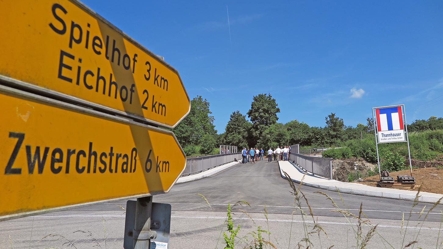 Im Juni vergangenen Jahres wurde die neue Bahnbrücke südlich von Möhren eingeweiht. Rund 120 Meter Gehweg verbinden sie mit der benachbarten Awo-Einrichtung. An abgesenkte Bordsteinkanten hat jedoch niemand gedacht.