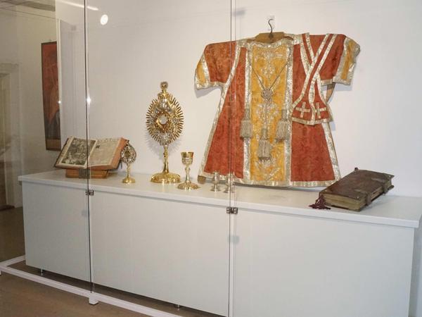 Diese wertvollen religiösen Kleinodien stammen aus der benediktinischen Zeit und sind eine Leihgabe der Kirchenverwaltung.