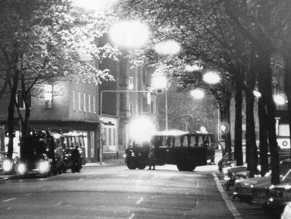 Hier ging nichts mehr: Die Polizei riegelte am 4. Mai 1979 den Stadtteil St. Peter ab.
