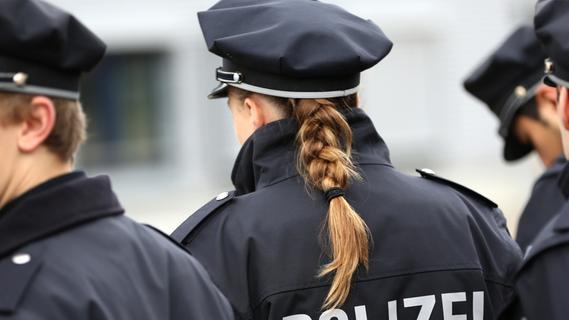 Erlangen: Polizei nimmt Betrunkenen mit