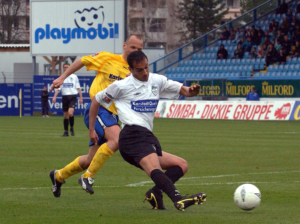 SpVgg Fürth / Karlsruher SC (gelb)..Rachid Azzouzi..Foto: Günter B. Kögler