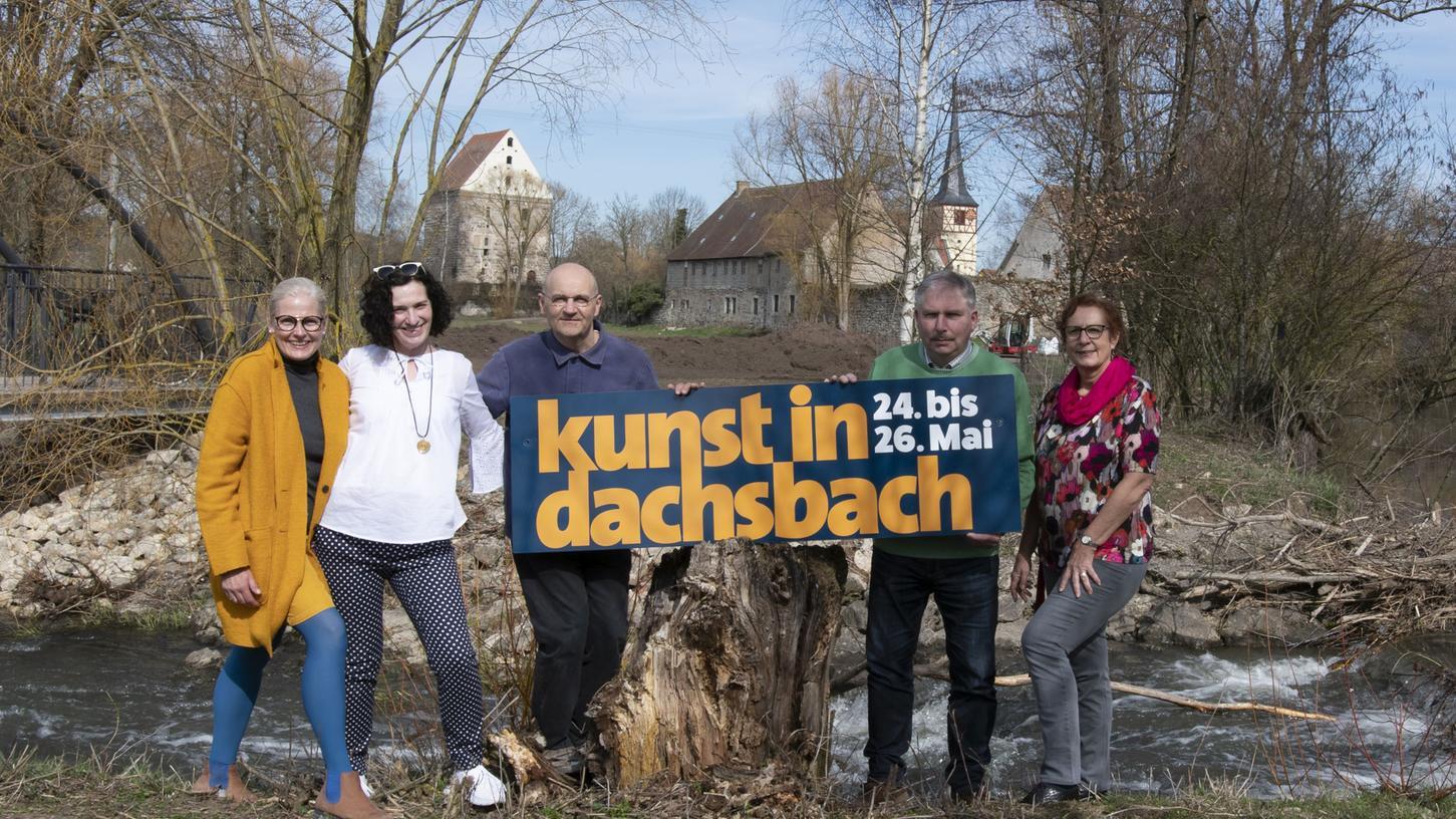 Elke Rogler-Klukas, Ilona Nürnberg, Arnd Erbel, Bürgermeister Regus und Dritte Bürgermeisterin Barbara Weber (v. l.) freuen sich auf die Neuauflage von Kunst in Dachsbach.