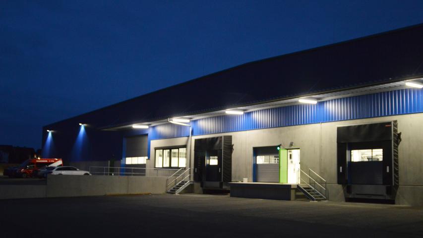 Auch nachts imposant: Das neue BEKA-Werk in Wannberg.