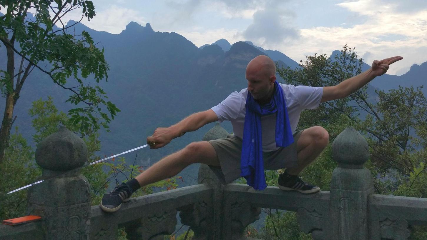 Auch mit dem Schwert kann Tobias Plötz umgehen. Gewalt und Kampf sind aber nur ein Teil seiner Suche nach sich selbst.