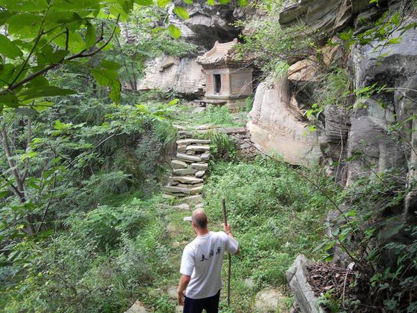 In Chinas Bergen zu wandern birgt Gefahren, aber auch erstaunliche Blickfänge.