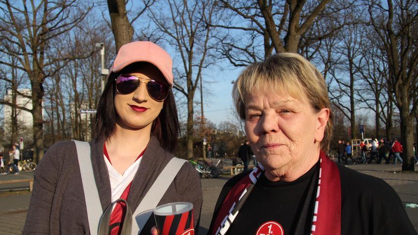 Rita Ammon (rechts) fällt nach dem Dreier ein Stein vom Herzen: