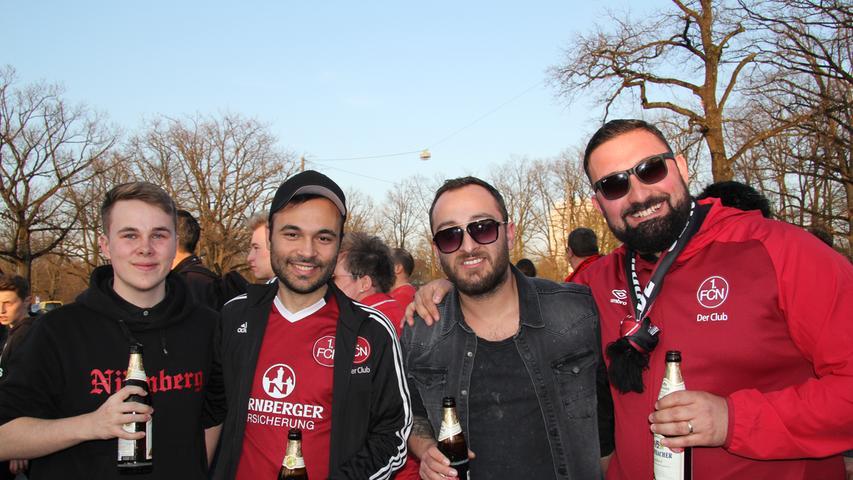 Deniz (rechts) jubelt nach dem Sieg: