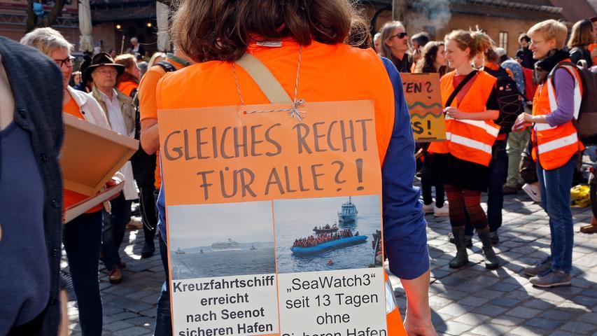 RESSORT: Lokales..DATUM: 30.03.19..FOTO: Michael Matejka ..MOTIV: Seebrücken-Demo Rathausplatz..ANZAHL: 1 von 15..
