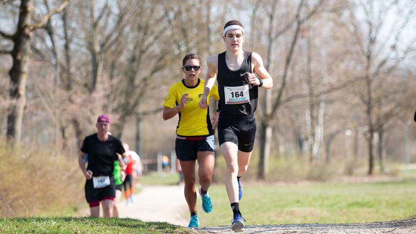Swim and run, Forchheim Zu sehen sind in Bild 12 der Sieger bei den Herren (Startnummer 164) Fotos: Felix Grampp; Datum: 31.03.2019