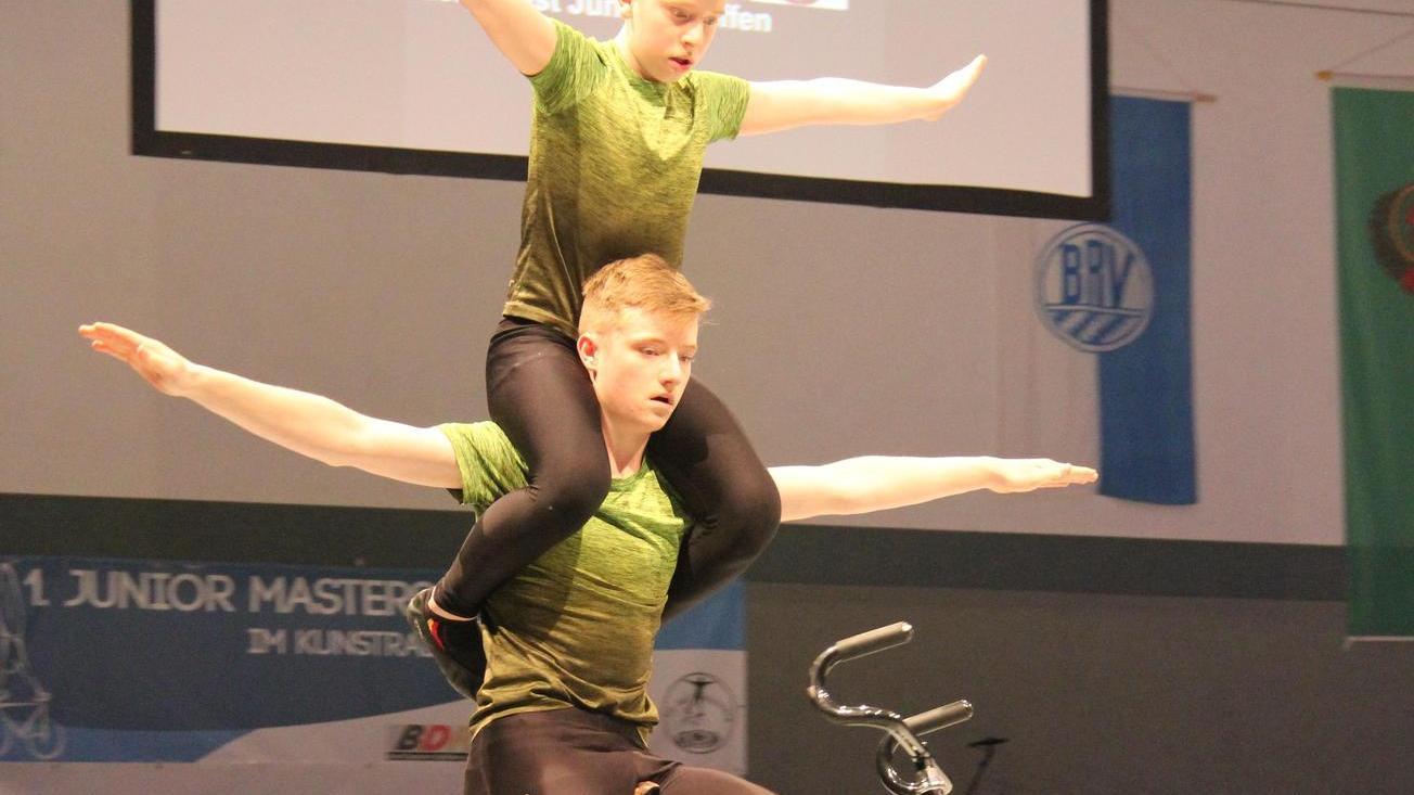 Alexander und Daniel (oben) Stark schrauben den Schwierigkeitsgrad immer höher und nähern sich der Leistung der älteren Junioren an.