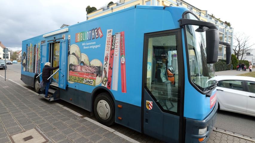 Wer lesen möchte, aber nicht in die Stadtbibliothek kommen kann oder will, für den ist der Bücherbus in der Stadt unterwegs.