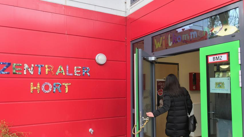 In Nürnberg gibt es über 140 kommunale Kindertageseinrichtungen wie den Zentralhort Veilhofstraße. Insgesamt finden über 380 Krippenkinder, mehr als 2.800 Kindergartenkinder und knapp 5.500 Hortkinder einen Platz in einer der städtischen Kindertagesstätten.