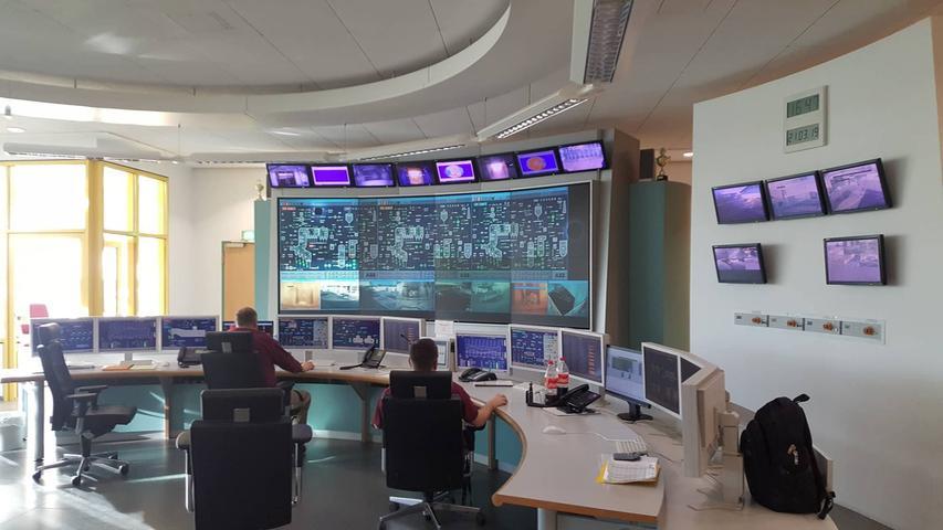 Und so sieht die Steuerungszentrale der Müllverbrennungsanlage aus. Hier werden alle Prozesse computerüberwacht.