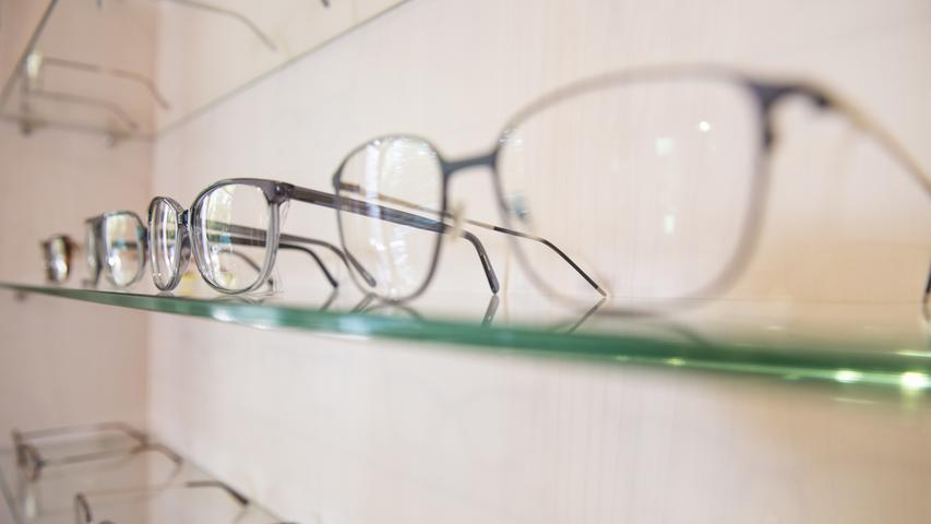 Trotz der Schließung des Einzelhandels dürfen Optiker und Hörgeräteakustiker weiterhin ihre Türen öffnen.