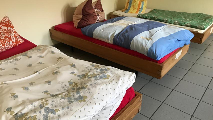 Wer kein Dach mehr über dem Kopf hat, muss nicht auf der Straße oder unter der Brücke übernachten: Die Stadt Nürnberg hält zahlreiche Schlafplätze für Obdachlose bereit. Die Schlafplätze sind schlicht, aber sauber und warm. Zu den bekanntesten Obdachlosenunterkünften in Nürnberg ...