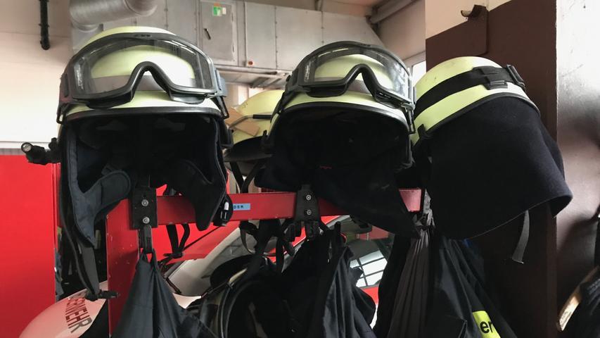 Rund 10.000 Einsätze fährt die Nürnberger Feuerwehr im Jahr. Das sind im Durchschnitt 27,4 pro Tag. Dafür sind die Nürnberger Feuerwachen (wie hier im Bild die Feuerwache 4 nahe des Hafens) gut gerüstet ...