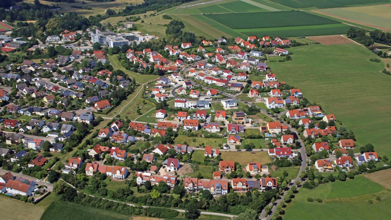 Wie abgeschnitten sieht das Wohngebiet Reutberg II in Richtung Oberasbach aus. Nun soll es erweitert werden. Wie die neuen Bauplätze erschlossen werden, darüber sollen sich nun die Planer Gedanken machen.