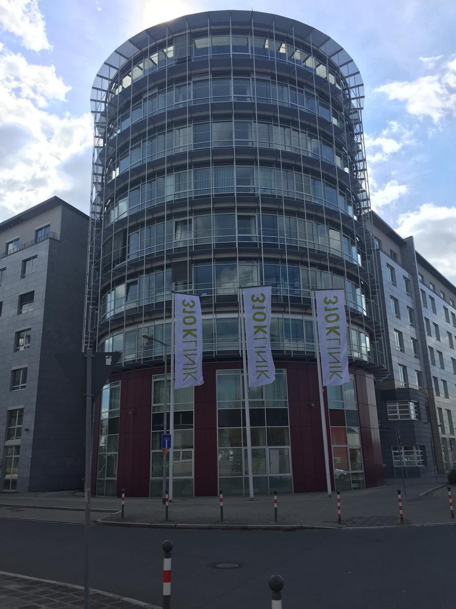 MOTIV: Außenaufnahme der 310Klinik in Nürnberg - Neumeyerstraße 46-48, 90411  Nürnberg. FOTO: Karin Winkler; 4/2019