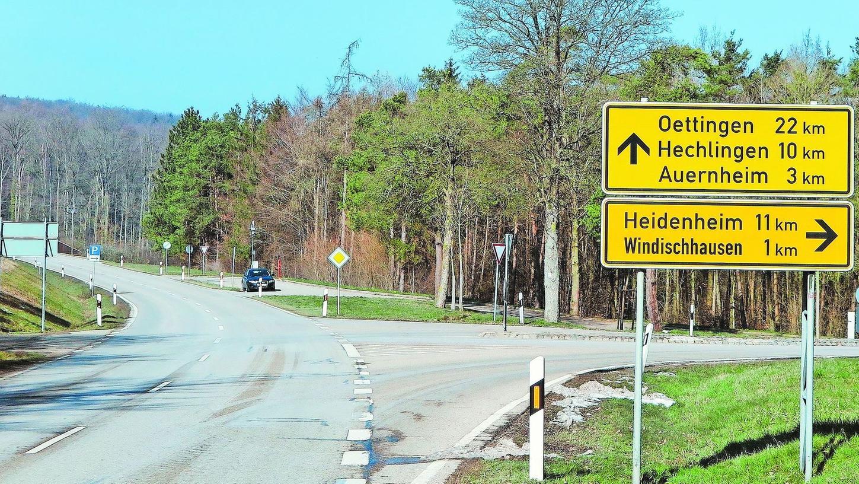 Fast drei Kilometer Ruckelpiste ist die Staatsstraße 2216 zwischen der Abzweigung nach Windischhausen und Auernheim. Doch trotz zahlreicher Wünsche von Anwohnern und Bürgermeistern aus der Region will das staatliche Bauamt nichts an diesem Zustand ändern.