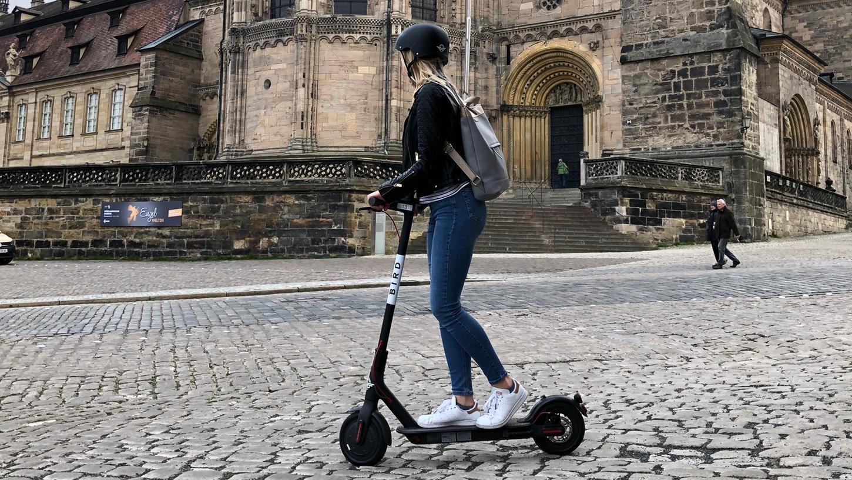 Kleine Steigungen im Straßenverkehr sind für den E-Scooter überhaupt kein Problem.