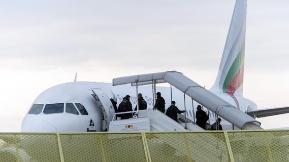 Trotz Corona: 24 Asylbewerber aus Bayern abgeschoben