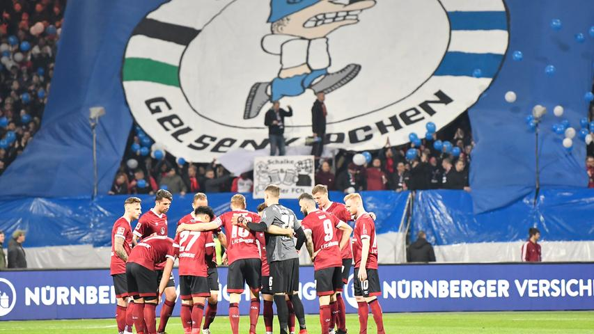12.04.2019 --- Fussball --- Saison 2018 2019 --- 1. Fussball - Bundesliga --- 29. Spieltag: 1. FC Nürnberg Nuernberg FCN ( Club ) - FC Schalke 04 S04 Gelsenkirchen --- Foto: Sport-/Pressefoto Wolfgang Zink / WoZi --- DFL regulations prohibit any use of photographs as image sequences and/or quasi-video --- ..Fahne Schwekfahne mit Wappen Logo Emblem FCN