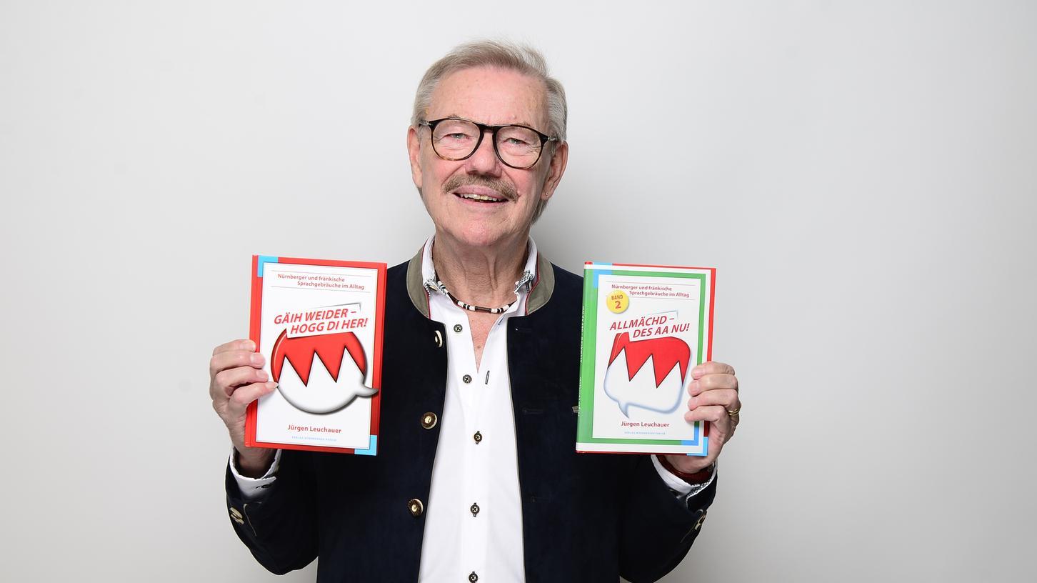 Humorist: Jürgen Leuchauer zeigt seine beiden Erfolgsbücher.