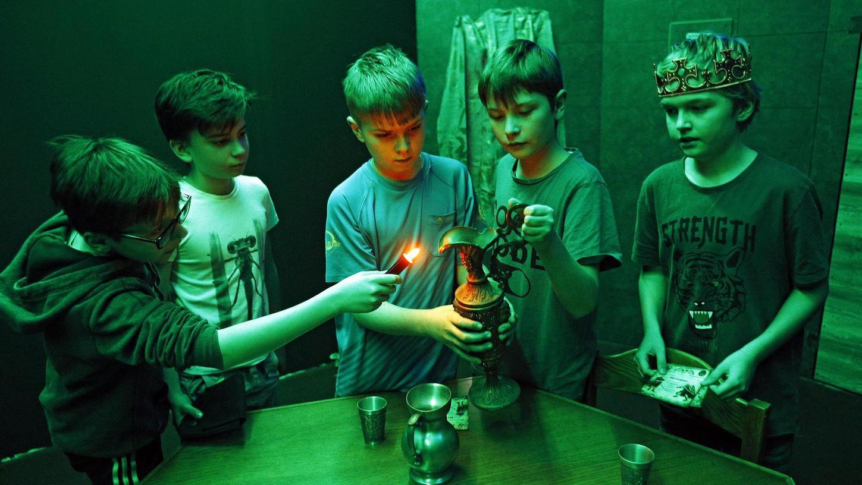 Wer die geheimnisvolle Phoenixburg finden will, braucht unbedingt eine Lampe, die ausreichend Licht spendet.