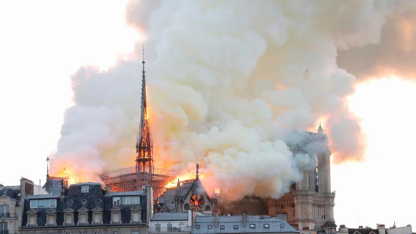 Feuer in Notre-Dame: Das Pariser Wahrzeichen in Flammen