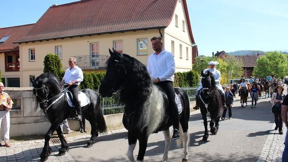 Starke Pferde, schicke Trachten: So schön war der Georgi-Ritt 2019