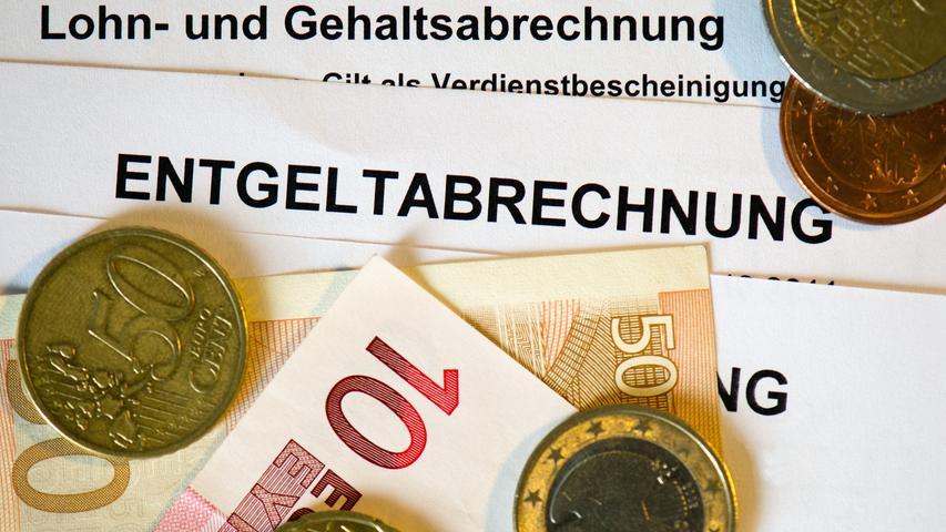 Durchschnittlich verdiente ein Arbeitnehmer in Deutschland im vergangenen Jahr fast 48.000 Euro brutto, bei einem Bundestagsabgeordneten waren es unter Strich über 120.000 Euro. Das klingt nach viel Geld. In der obersten Börsenliga der 30 Dax-Konzerne verdienten Vorstände allerdings an die drei Millionen Euro im Jahr.