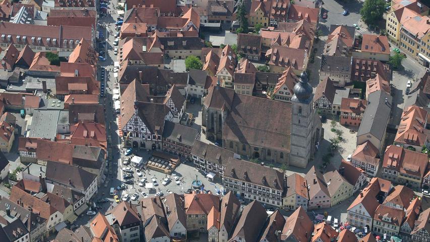 Forchheim von oben:  Die ältesten Häuser der Stadt stammen aus der Zeit zwischen 1341 und 1400. Das ist eine Besonderheit: