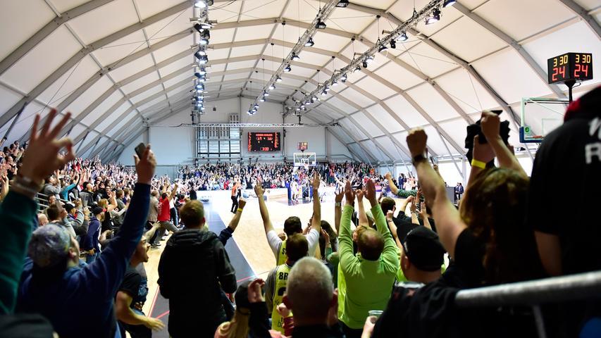 29.04.2019 --- Basketball --- Saison 2018 2019 - 2. Bundesliga Pro-A --- PO4: Nürnberg Falcons Basketball Club NBC - MLP Academics Heidelberg --- Foto: Sport-/Pressefoto Wolfgang Zink / OGo --- ..Symbolbild Symbolfoto Feature Impression - Fans Fanblock