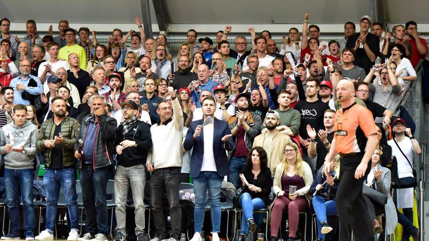 29.04.2019 --- Basketball --- Saison 2018 2019 - 2. Bundesliga Pro-A --- PO4: Nürnberg Falcons Basketball Club NBC - MLP Academics Heidelberg --- Foto: Sport-/Pressefoto Wolfgang Zink / OGo --- ..Symbolbild Symbolfoto Feature Impression - Zuschauer / Publikum / Fans