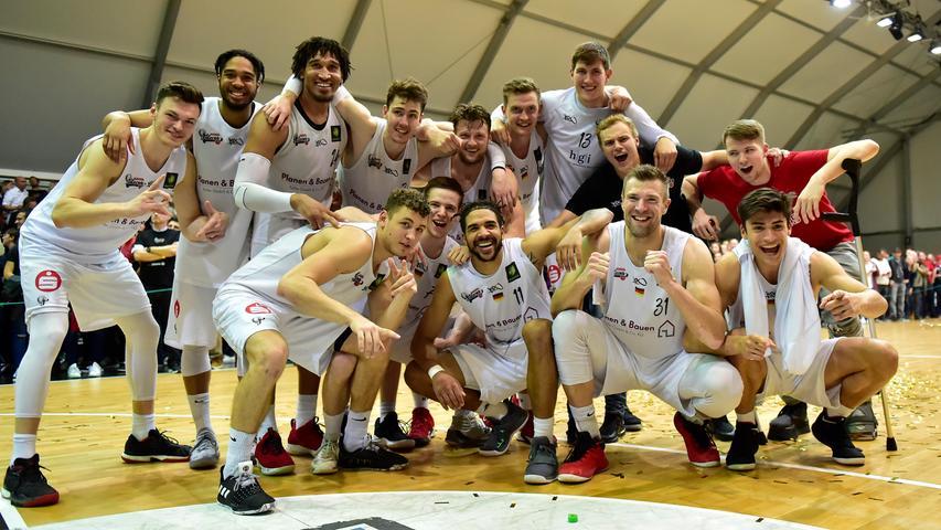 29.04.2019 --- Basketball --- Saison 2018 2019 - 2. Bundesliga Pro-A --- PO4: Nürnberg Falcons Basketball Club NBC - MLP Academics Heidelberg --- Foto: Sport-/Pressefoto Wolfgang Zink / OGo --- ..Gruppenbild Mannschaft Team Nürnberg Falcons BC NBC