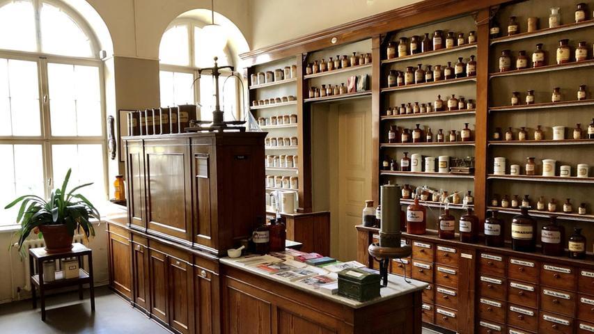Fontanes Apotheke:Der Raum ist noch so erhalten wie Mitte des 19. Jahrhunderts.  Mehr persönliche Lieblingsorte von unserem Berlin-Korrespondent Harald Baumer.