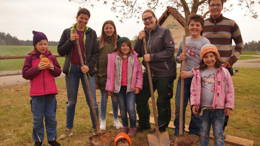 Die Traditionspflege wird in Altmühlfranken großgeschrieben, wie man am Vorabend des 1. Mai deutlich wurde. In vielen Dörfern wurden schmucke Maibäume aufgestellt, hier in Geislohe.