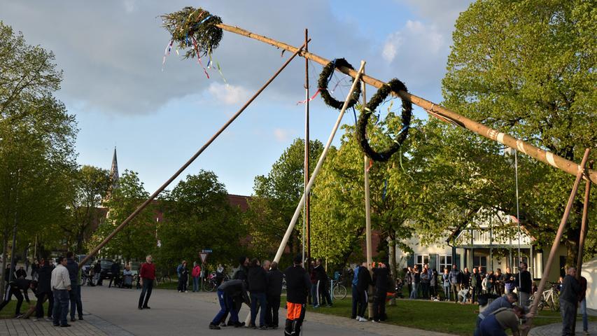 Die Traditionspflege wird in Altmühlfranken großgeschrieben, wie man am Vorabend des 1. Mai deutlich wurde. In vielen Dörfern wurden schmucke Maibäume aufgestellt, hier in Windsfeld.