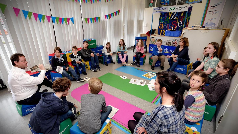 Zum Workshop im Nürnberger Pressehaus waren Leser unserer Kinderzeitung nanu!? eingeladen. In der MitmachMedienWelt lernten sie den Arbeitsalltag in einer Redaktion kennen und durften die Redakteure mit Fragen löchern.