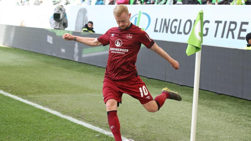Und es geht gut los. Der Club startet furios, verpasst aber mehrmals knapp den entscheidenden Abschluss vor dem Wolfsburger Tor.