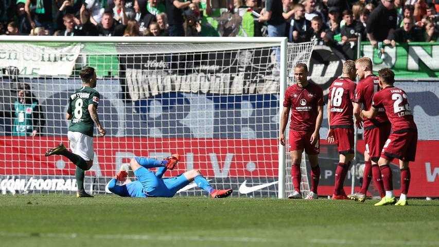 Ist das bitter. Der Club war bis zum Gegentreffer die bessere Mannschaft, doch dann eröffnet ein schlimmer Fehlpass den Wolfsburgern die schmeichelhafte Führung.