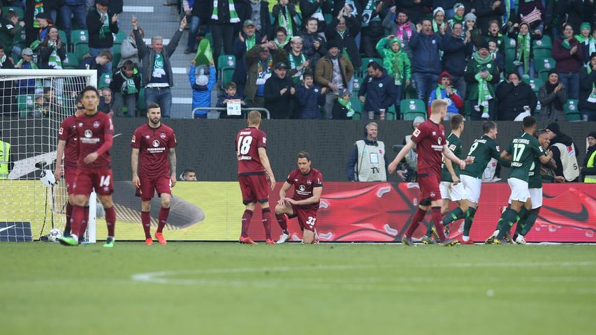 Nein. Hier geht nichts mehr. In der 78. Minute findet ein Freistoß von Maximilian Arnold den Kopf von Marcel Tisserand, der eiskalt vollstreckt. Der eingewechselte Margreitter kommt zu spät, Wolfsburg führt 2:0.