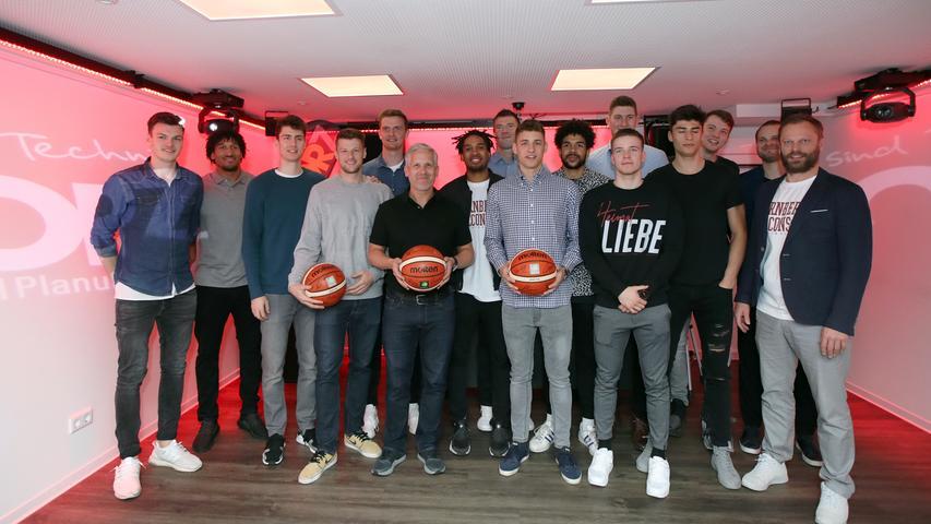 05.05.2019 --- Basketball --- Saison 2018 2019 - 2. Bundesliga Pro-A --- Nürnberg Falcons Basketball Club NBC - Abschlußfeier Saisonabschlußfeier --- Foto: Sport-/Pressefoto Wolfgang Zink / DaMa --- ....Gruppbenbild / Mannschaftsbild / Teambild der Mannschaft / Team der Nürnberg Falcons BC NBC