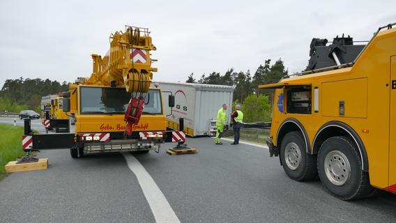 Auflieger löst sich von Lkw: Stau am Autobahnkreuz Altdorf