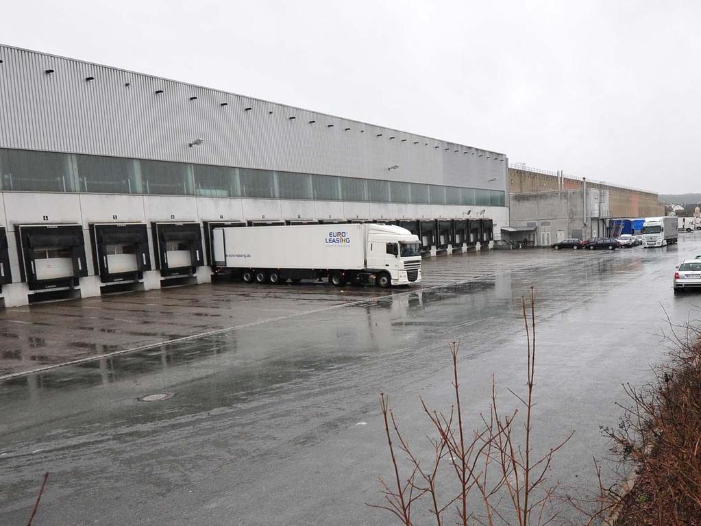 """Ende 2014 verließ Lidl sein Logistikzentrum (Bild) im Gewerbegebiet Fährstraße/Weinhütten bei Neuses und zog an den neuen Standort in der """"Büg-Süd"""". Noch in diesem Jahr könnte Amazon in den verwaisten Hallen ein neues Sortierzentrum eröffnen."""